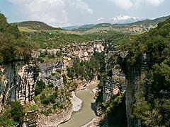 Kaňon na horním toku řeky Osum za dubnové vody