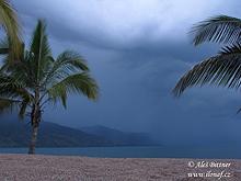 Jezero Malawi těsně před bouřkou