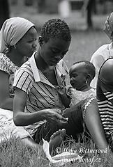 Street children vKigomě při oslavě Vánoc, kterou pro ně uspořádala místní nezisková organizace