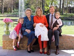 Královna s korunním princem a jeho rodinou