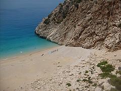 Pláž Kaputaš na pobřeží Bílého moře, jedna z nejhezčích v Turecku