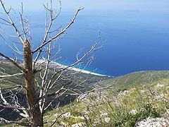 Při cestě na vrchol Anastazius – pohled na pláž Albánské riviéry