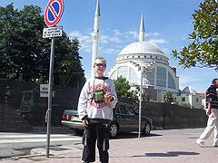 Škodra, před mešitou ve městě