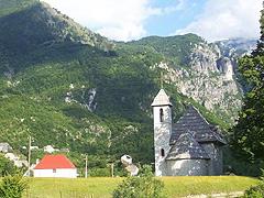 Thethi – cesta z našeho treku vedla do horské vesničky pod naším tábořištěm