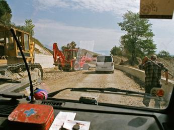 Autem se do Albánie dostanete po dobrých išpatných silnicích