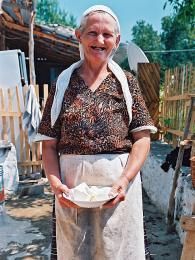 Babička ve vesničce nad Leskovikem nabízí domácí sýr