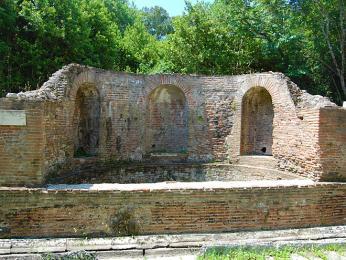 Nymphaeum byla fontána postavená v2.století n.l. Římany