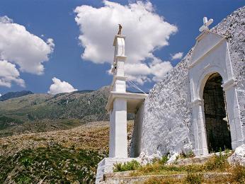 Katolický kostel z 14. století ve vesničce Dhërmi