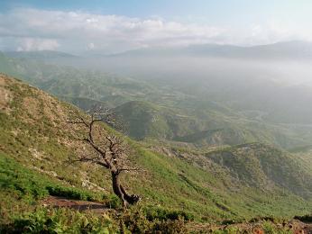 Ranní pohled na pohoří Çermenikë