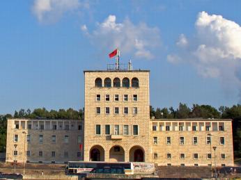 Univerzita v Tiraně byla vystavěna za vlády Envera Hodži