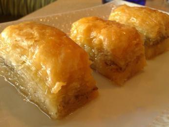 Oblíbenou sladkostí je baklava soříšky amedem