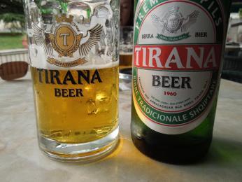 Albánské pivo Tirana