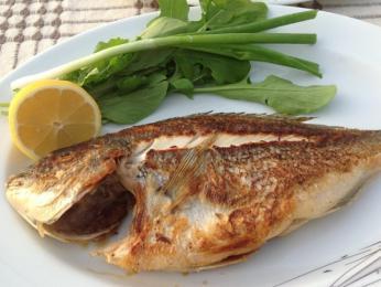 Velmi chutné jsou především ryby, například smažený levrek