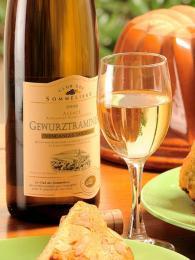 Gewürztraminer je jednou z rozšířených odrůd alsaského vína