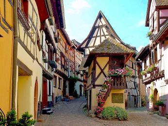 Starobylá vesnice Eguisheim byla vybudovaná ve13.století