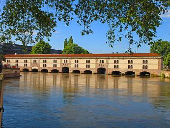 Ve Štrasburku nalezneme jedno zděl architekta Vaubana - hráz Barrage