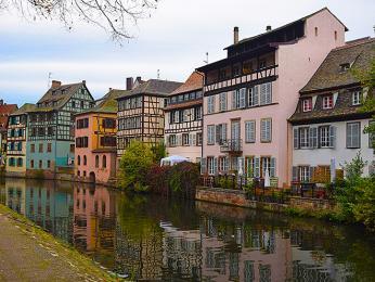 Město protkané kanály je typickou součástí čtvrtě la Petite France