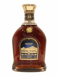 Nejznámějšími arménskými značkami brandy jsou Ararat aNoy