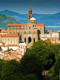 Gotická katedrála Notre-Dame-de-France v Le Puy-en-Velay
