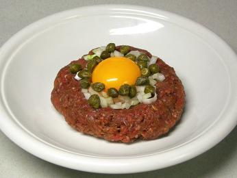 Steak américaine je vlastně nám známý tatarský biftek