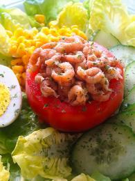 Tomatte-crevette je malá svačinka zgarnátů arajčete
