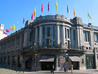 Palais des Beaux Arts je budova v modernistickém stylu postavená průkopníkem secese, Victorem Hortou