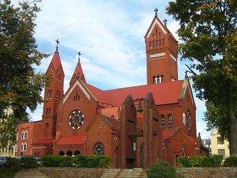 Tzv. Červený kostel Simona aAleny na náměstí Nezávislosti vMinsku