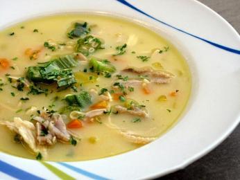 Velmi oblíbená kuřecí polévka begova čorba se zeleninou