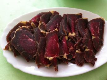 Sušené a uzené hovězí maso suho meso