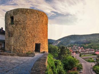 Středověká Medvědí věž stloušťkou zdí až 6metrů