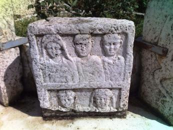 Starobosenský náhrobek