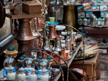 Na sarajevském bazaru seženete také tradiční džezvy pro přípravu kávy