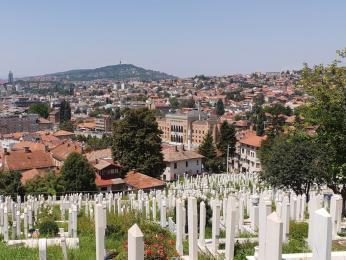 Muslimský hřbitov Alifakovac ve městě Sarajevo