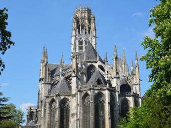 Raně gotická katedrála ve městě Rouen
