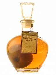 Normandská jablečná brandy calvados obsahuje 40% alkoholu