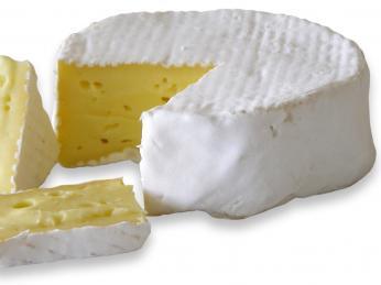 Normandský měkký krémový sýr Camembert se vyrábí od konce 18.století