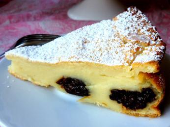 Do pudinkového koláče far breton se přidávají sušené švestky avanilka