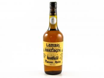 Bretaňská jablečná brandy lambig zraje vdubových sudech alespoň čtyři roky