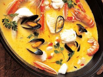 Rybí guláš marmite dieppoise odvozuje svůj původ od přístavu Dieppe
