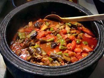 Džuveč je dušený pokrm z masa azeleniny