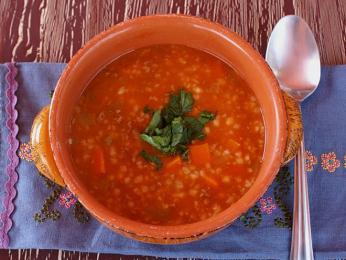 Rajčatová polévka s nadrcenou tarhanou