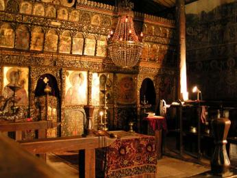 Ikonostas v kostele Roženského kláštera
