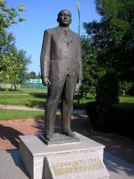 Socha komunistického vůdce Todora Živkova ve městě Pravec