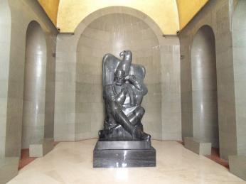 Socha v interiéru mauzolea
