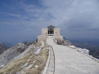 Njegošovo mauzoleum na vrcholu hory Lovćen