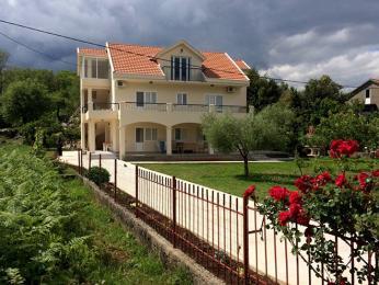Apartmani Starčević vměstečku Radovići nedaleko černohorského pobřeží