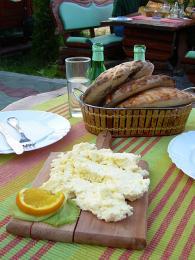 Kajmak je mléčný výrobek, který připomíná sýr