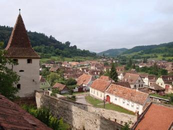 Pohled na městečko Biertan avěžičku kostela zařazeného do UNESCO