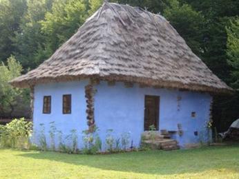 Ukázka jedné z tradičních podob rumunské vesnické architektury