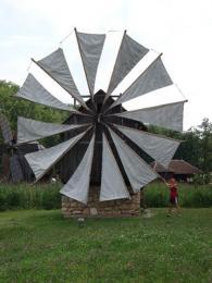Veronika zase pro změnu zkoušela roztočit větrný mlýn